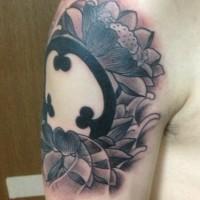 二の腕に蓮と家紋と波の刺青01
